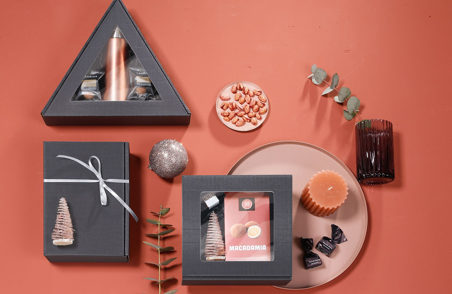 Gift boxes, single-face board, in various shapes in anthracite
