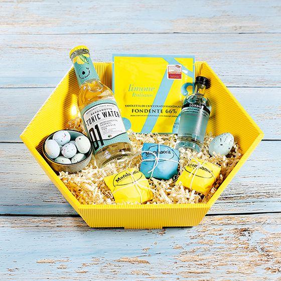 Hexagonal gift basket open wave in yellow with tonic water.