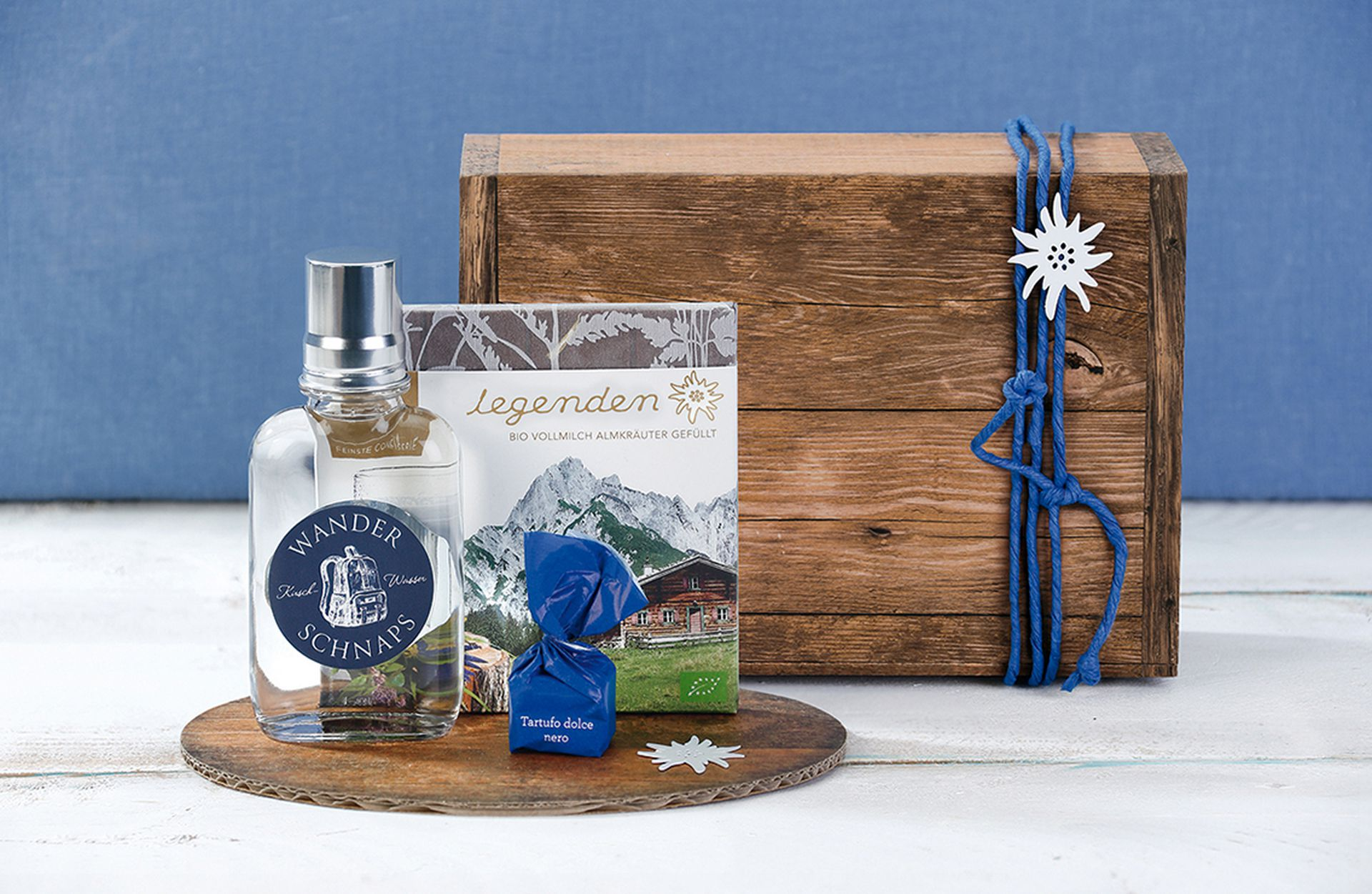 Gift box, printed, Vintage with decorative serving plate for presentation